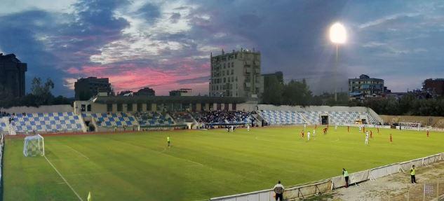 Nis futbolli, kaosi vjen nga mungesa e fushave…